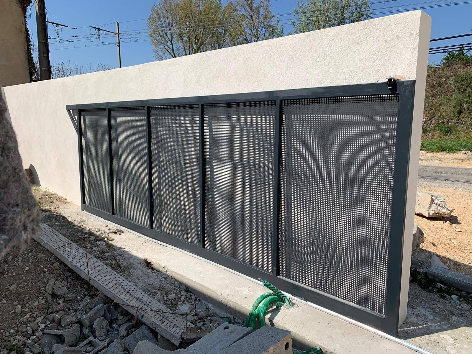 Nouveau Fabrication et installation d'un portail coulissant à tôles YN-25